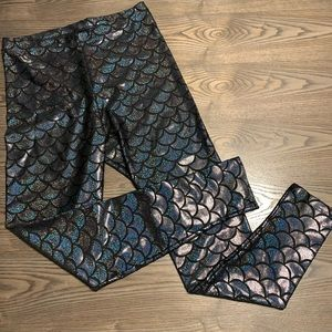 Cleo Black mermaid print leggings. Size L